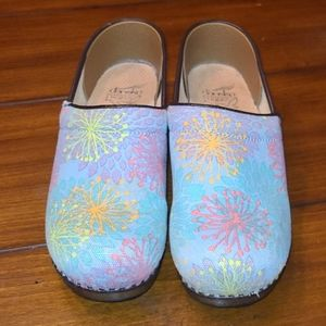 Dansko Vegan slide on gorgeous print size 39